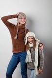 De meisjes kleedden zich in gebreide dingen Stock Foto's