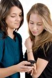 De meisjes lezen een e-mail Royalty-vrije Stock Afbeeldingen