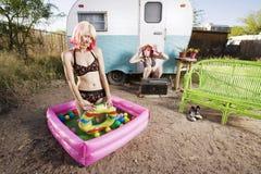 De Meisjes van de aanhangwagen Stock Fotografie