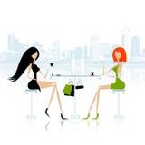 De meisjes van de manier in koffie op de straat vector illustratie