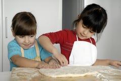De meisjes van de pizza. royalty-vrije stock foto's