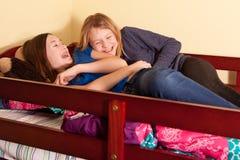 De meisjes van de tiener het lachen Stock Foto