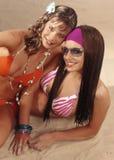 De meisjes van de tiener in zwempakken royalty-vrije stock afbeeldingen