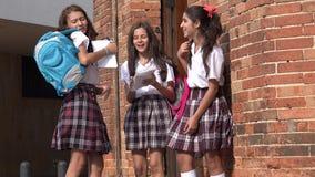 De Meisjes van de tienerschool het Lachen stock footage