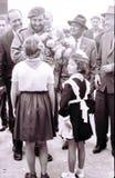 De meisjes van de Yangiyerpionier ontmoeten Fidel Castro May 1963 Stock Afbeeldingen