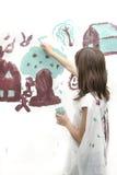 De meisjeswerken bij het eenvoudige schilderen Stock Foto's