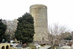 De Meisjetoren ook als Giz Galasi wordt, in de Oude Stad in Baku, Azerbeidzjan wordt gevestigd bekend dat De meisjetoren werd geb royalty-vrije stock fotografie