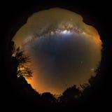 De melkachtige manier keerde planeet 360 om Stock Foto's