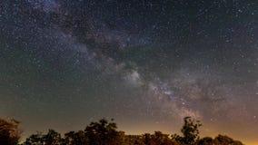 De Melkweg en de meteorieten stock videobeelden