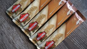 De mengelingen van de Mocconakoffie Latte, onmiddellijke koffiesachets 15g stock foto's
