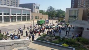 De menigte die van de Raleighstad op verduistering wachten Stock Afbeeldingen