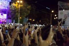 De menigte van mensen bij overleg of toont royalty-vrije stock foto
