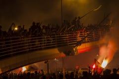 De menigte van mensen viert verjaardag van Goztepe-voetbalteam Izmir - Turkije Stock Foto's
