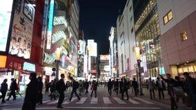 De menigte van toerist reist in Akihabara-het winkelen district, de stad van Tokyo, Japan stock video