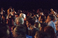 De menigte verzamelt zich om Presidentiële Kandidaten te zien royalty-vrije stock afbeeldingen