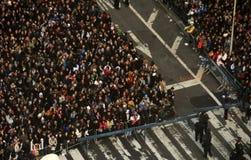 De menigten vieren de Vooravond van Nieuwjaren in New York Stock Fotografie