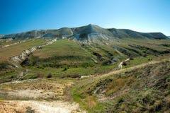De mening bij het krijt trekt bergen aan Het hol van Rifovaya van het ertsaderhol royalty-vrije stock afbeelding