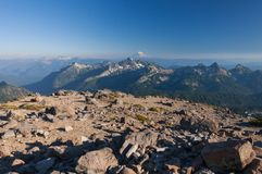 De mening bij Mt Baker van MT regenachtiger stock fotografie