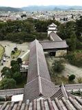 De mening die van het vogel` s oog van Aizuwakamatsu het Kasteel of van Tsuruga Kasteel of Kurokawa-Kasteel in Japan omringen royalty-vrije stock afbeeldingen