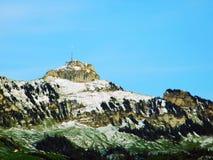 De mening en de piek van de Alpsteinberg stock afbeeldingen