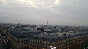De mening Galeries Lafayette Eiffeltower van Parijs Stock Foto's