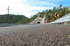 De mening kijkt onderaan de tunnel Royalty-vrije Stock Fotografie