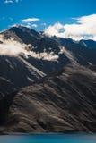 De mening Ladakh, India van het Pankongmeer stock afbeelding
