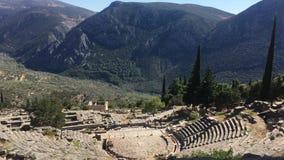 De mening over amfitheater, in de archeologische plaats van Delphi, Griekenland 4K video stock videobeelden