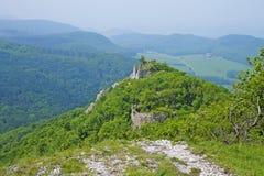 De mening over kasteel Ostry Kamen stock foto's