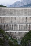 De Mening over de Muur van de Dam Bormio, Lago Di Cancano Stock Afbeeldingen