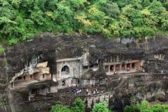 De mening van Ajanta holt, de rots-besnoeiing Boeddhistische monumenten uit stock fotografie