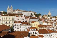 De mening van de Alfama-buurt van Portas doet Solgezichtspunt in Lissabon, Portugal Stock Afbeelding