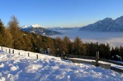 De Mening van bergen in Oostenrijk (Lienz) stock afbeeldingen