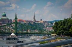 De mening van Boedapest over de Vrijheidsbrug royalty-vrije stock afbeelding