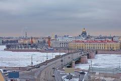 De mening van de brug in het centrum van St. Petersburg Stock Foto's