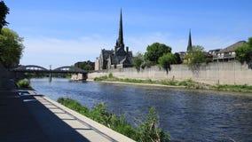 De mening van Cambridge, Canada door de Grote Rivier, timelapse 4K stock video