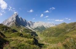 De Mening van Carnicalpen van Geo-Sleep Wolayersee in Lesachtal Carinthia Oostenrijk stock afbeelding