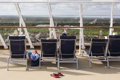De mening van de cruiselijn over het hoogste dek Royalty-vrije Stock Afbeeldingen