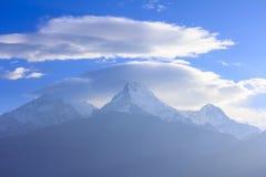 De mening van de Annapurnabergketen van Poonhill, beroemde trekking des Stock Afbeeldingen