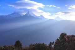 De mening van de Annapurnabergketen van Poonhill, beroemde trekking des Royalty-vrije Stock Foto