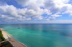 De Mening van de Atlantische Oceaan en van het Strand Royalty-vrije Stock Foto