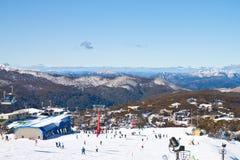 De Mening van de berg terwijl op de Vakantie van de Ski in Bergen Royalty-vrije Stock Afbeeldingen