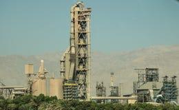 De mening van de cementfabriek Stock Foto's