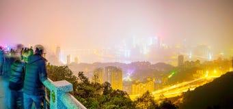De mening van de Chongqingsnacht met mensen royalty-vrije stock fotografie