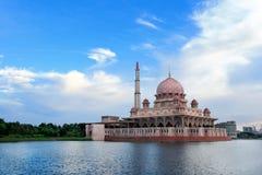 De mening van de dag van Putrajaya Meer, Maleisië Royalty-vrije Stock Fotografie