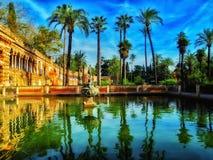 De mening van de de zomertuin van Alcazar, Sevilla, Spanje Royalty-vrije Stock Afbeelding