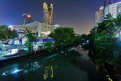 De mening van de het kanaalnacht van Bangkok Royalty-vrije Stock Foto's