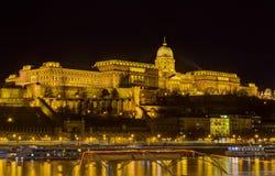 De mening van de het kasteelnacht van Buda, Boedapest, Hongarije Royalty-vrije Stock Afbeelding