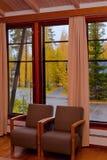 De mening van de het vensterherfst van het plattelandshuisje Royalty-vrije Stock Afbeelding