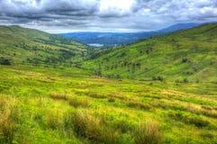 De mening van de Kirkstonepas naar Grasmere-Meerdistrict Engeland het UK met platteland in HDR Royalty-vrije Stock Foto